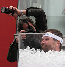 Wim Hof Atemtechnik Kältethermogenese-Weltrekord-Eisbad